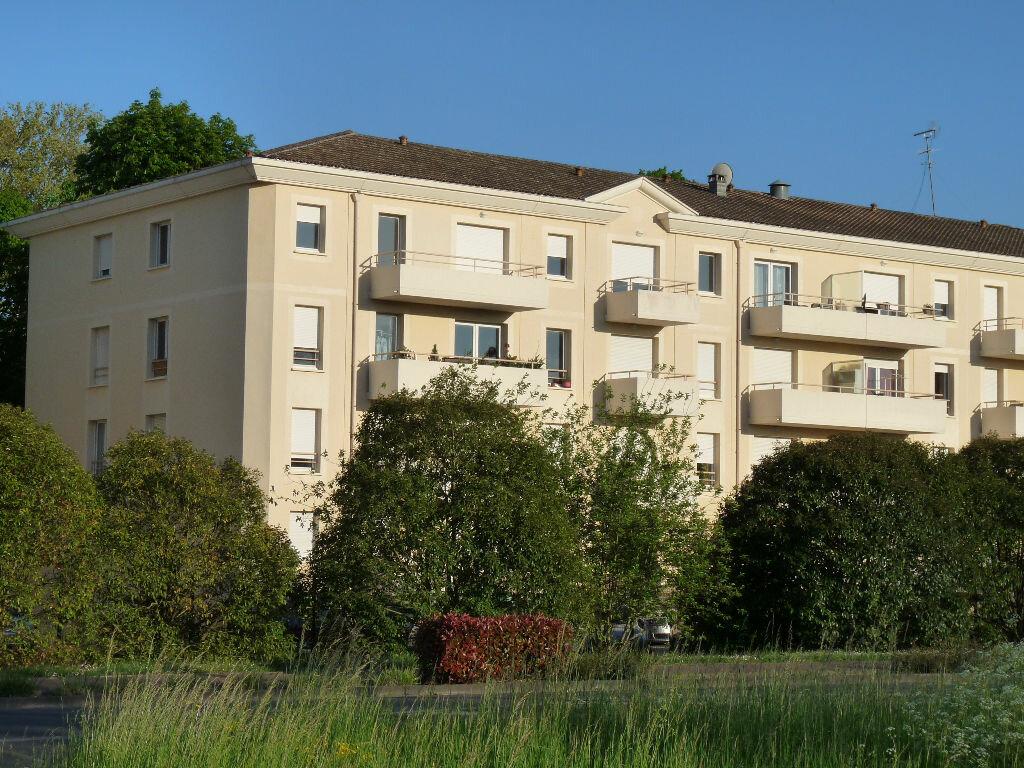 Location Appartement 3 pièces à Blanquefort - vignette-1