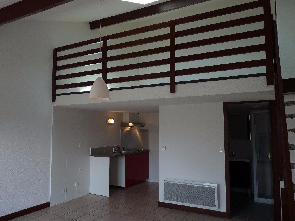 Location Appartement 2 pièces à Saint-Médard-en-Jalles - vignette-1