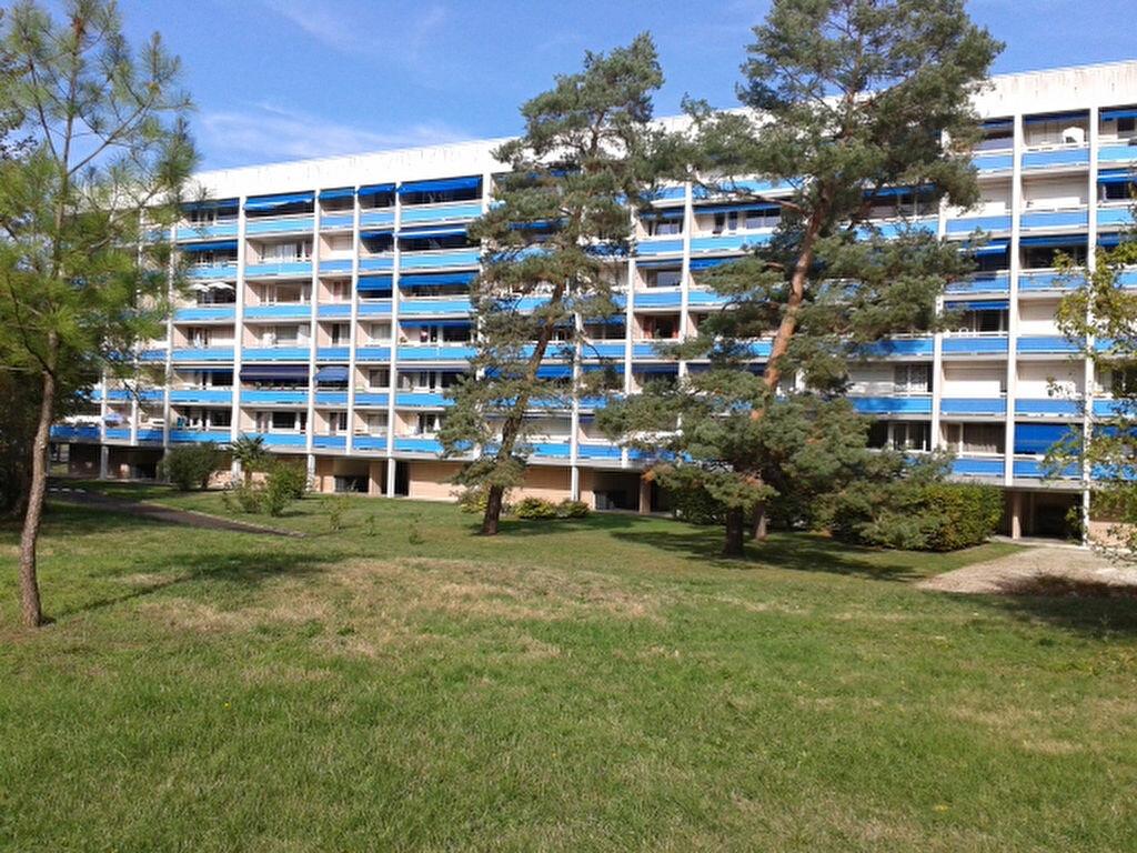 Location Appartement 4 pièces à Blanquefort - vignette-1