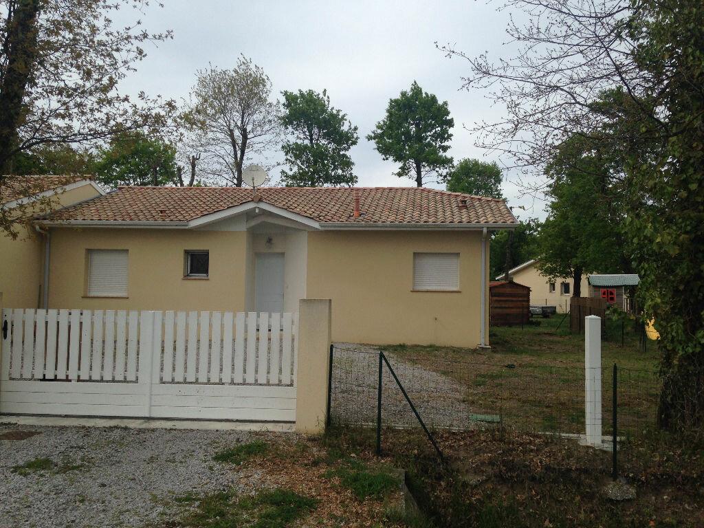 Location Maison 4 pièces à Gujan-Mestras - vignette-1