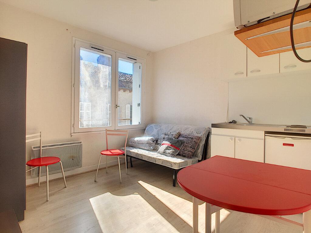 Location Appartement 1 pièce à Aurillac - vignette-1