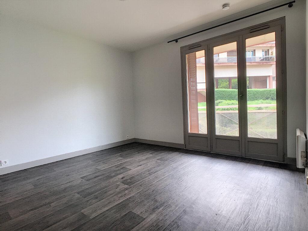 Location Appartement 1 pièce à Aurillac - vignette-3