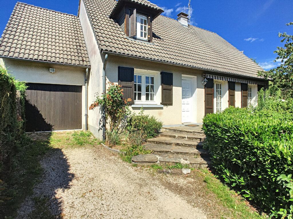 Location Maison 4 pièces à Arpajon-sur-Cère - vignette-1
