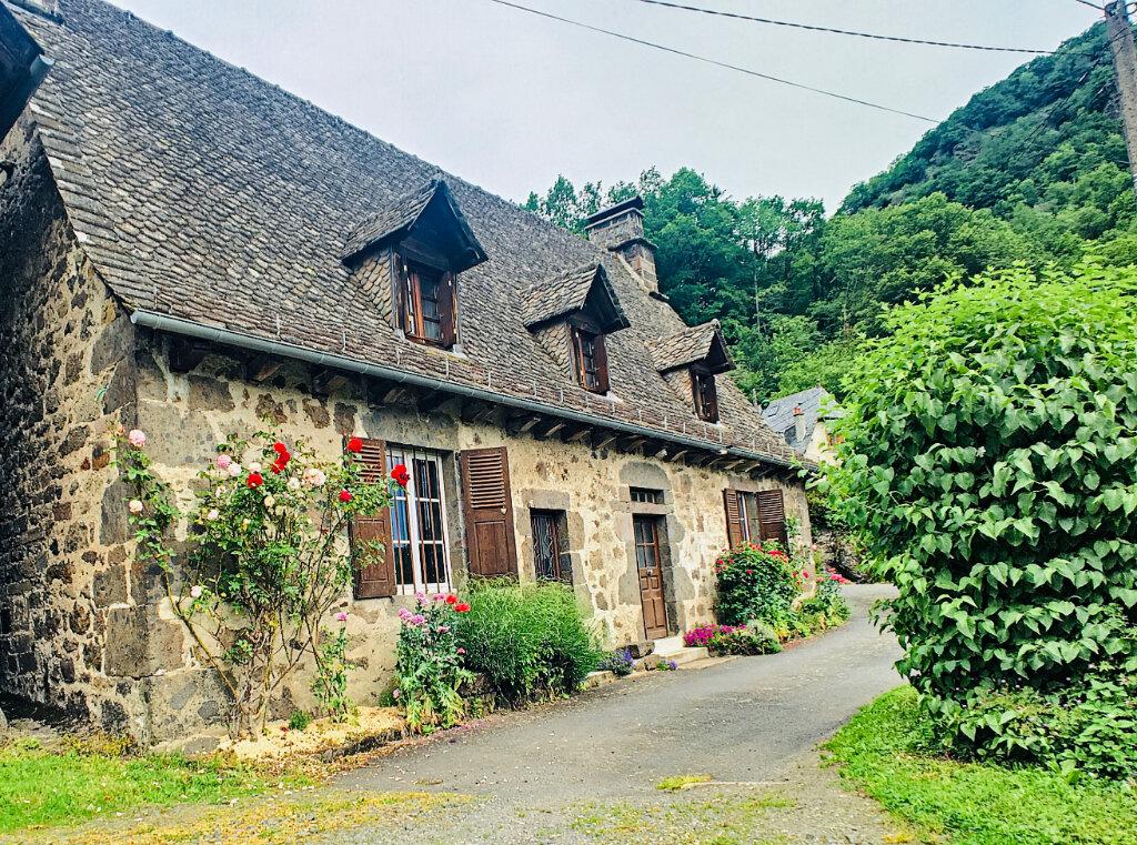 Location Maison 5 pièces à Vic-sur-Cère - vignette-1