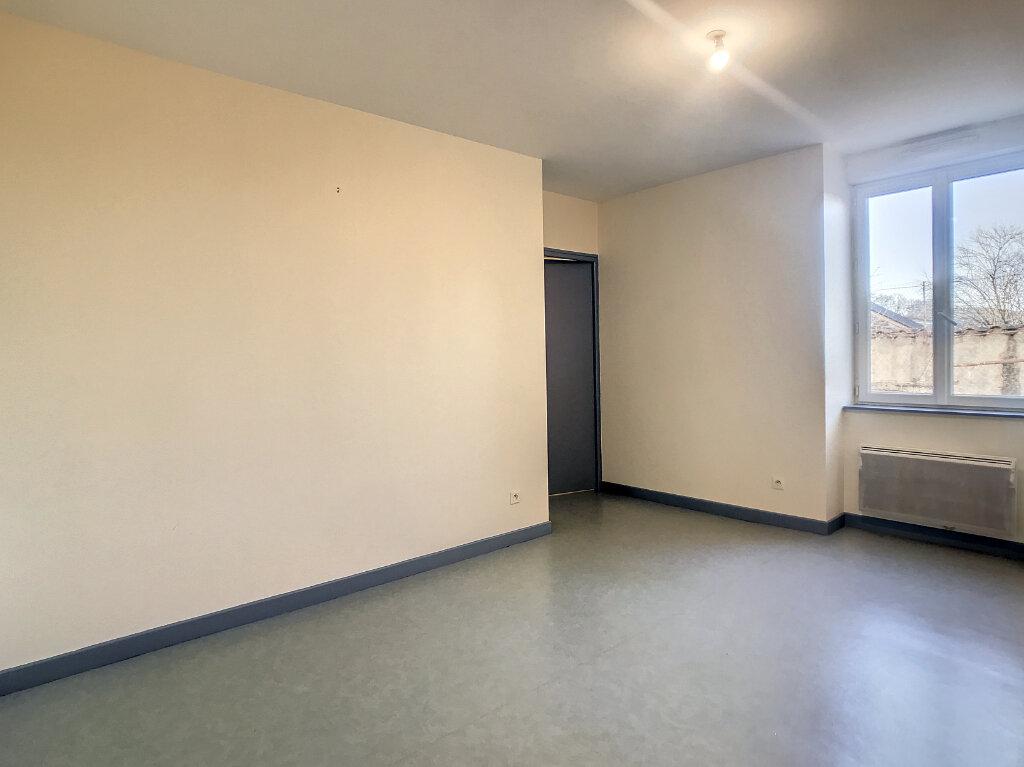 Location Appartement 2 pièces à Jussac - vignette-1