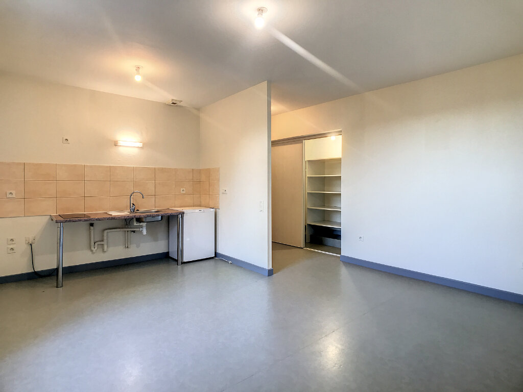 Location Appartement 2 pièces à Jussac - vignette-2