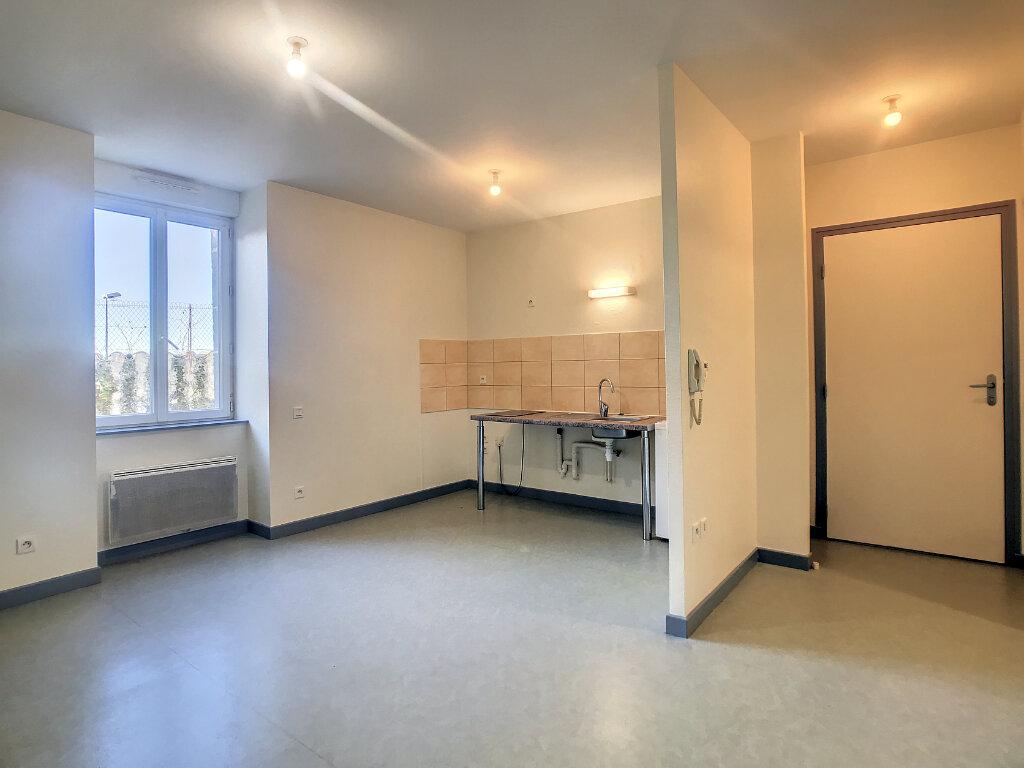 Location Appartement 2 pièces à Jussac - vignette-3