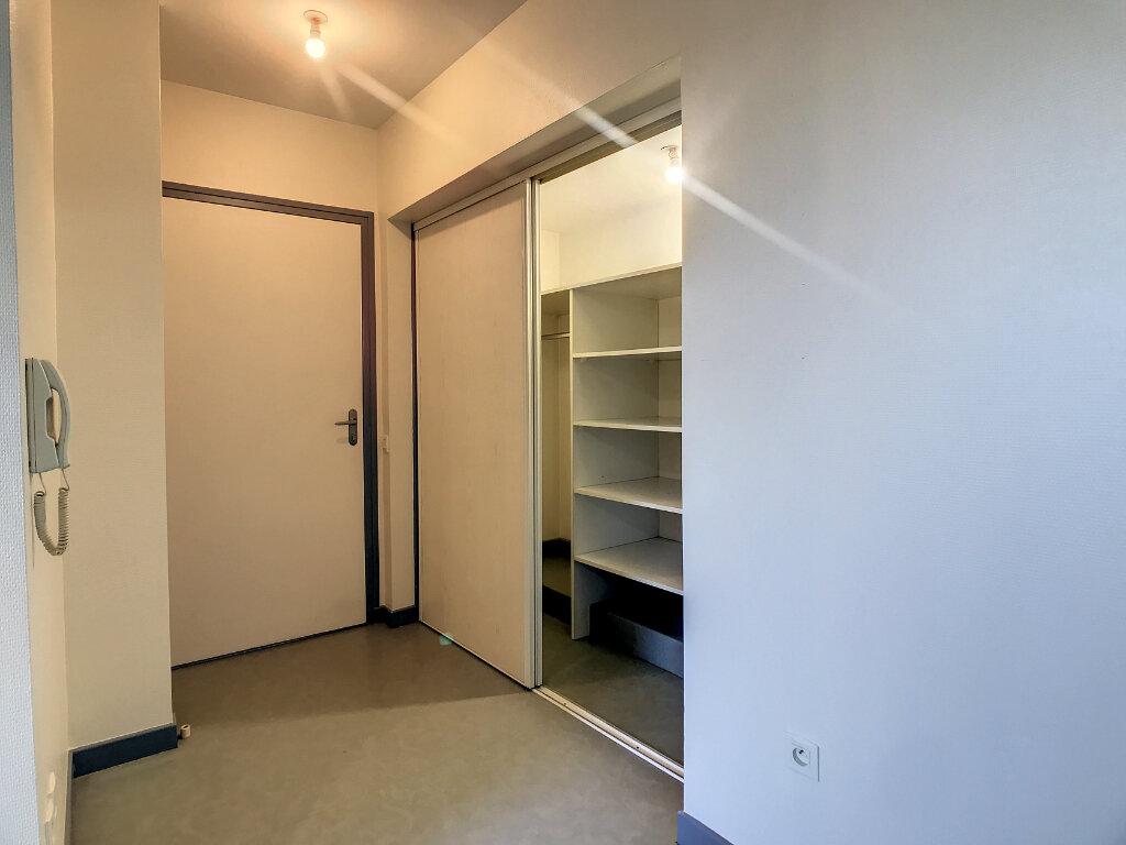 Location Appartement 2 pièces à Jussac - vignette-4
