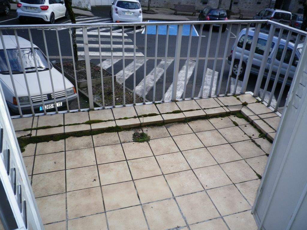 Location Appartement 2 pièces à Mauriac - vignette-1