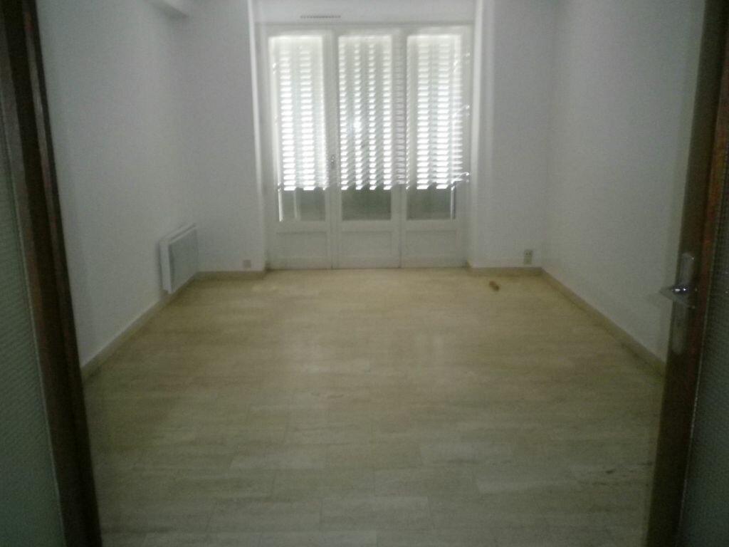 Location Appartement 2 pièces à Mauriac - vignette-2