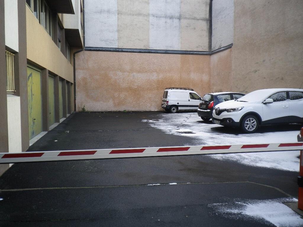 Location Stationnement  à Aurillac - vignette-1