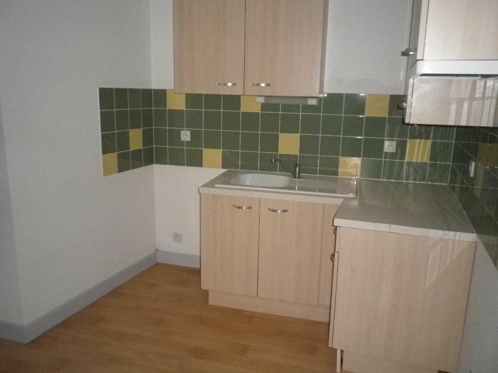 Location Appartement 3 pièces à Arpajon-sur-Cère - vignette-1