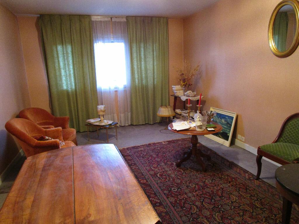 Achat Appartement 3 pièces à Aurillac - vignette-2