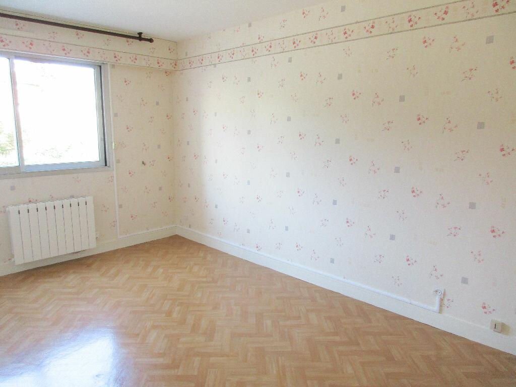 Achat Appartement 4 pièces à Aurillac - vignette-3