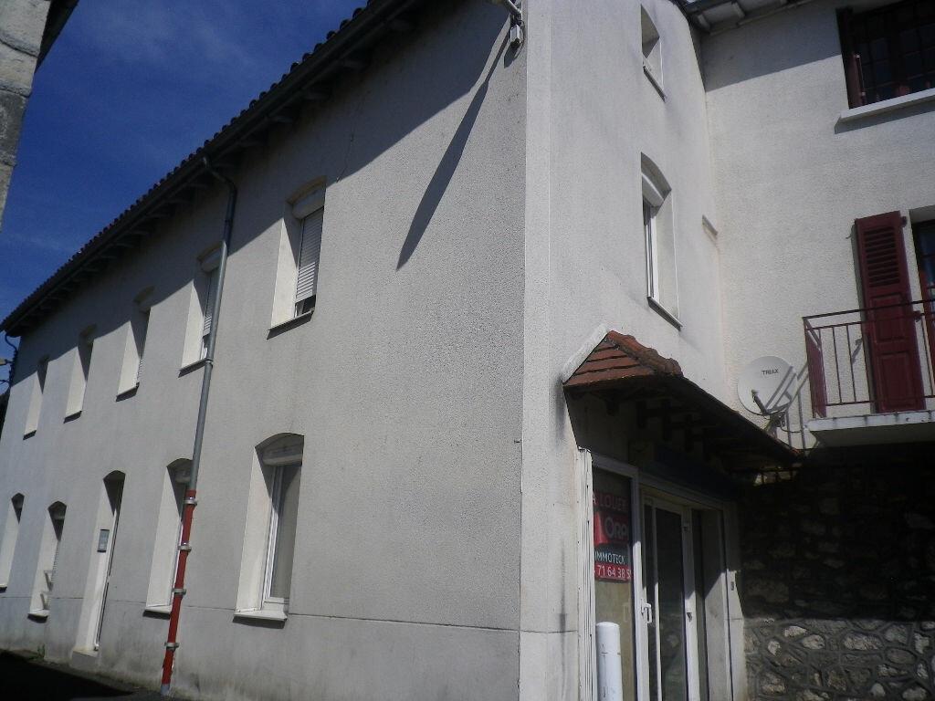 Location Appartement 2 pièces à Arpajon-sur-Cère - vignette-3