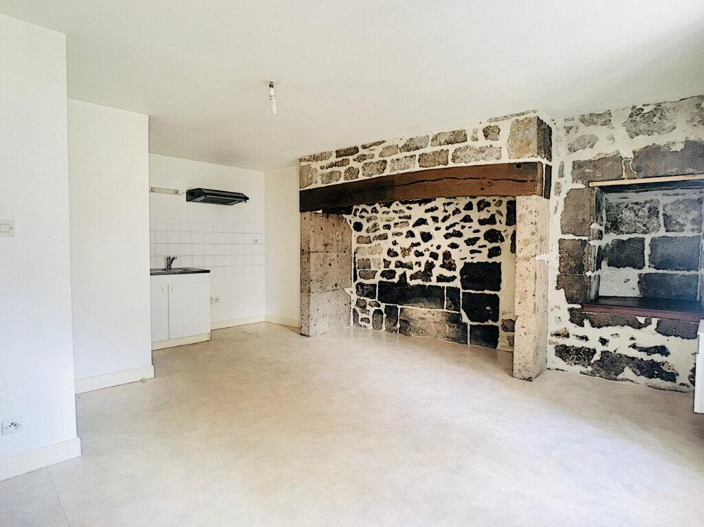Location Appartement 2 pièces à Vic-sur-Cère - vignette-1