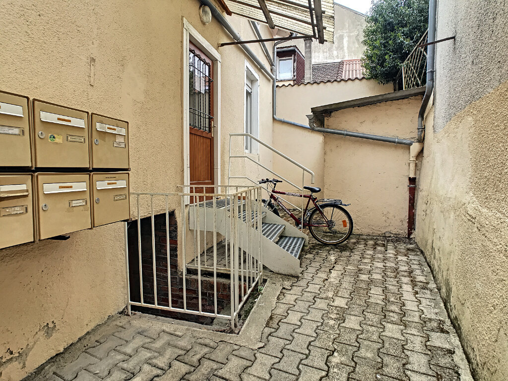 Location Appartement 1 pièce à Aurillac - vignette-6