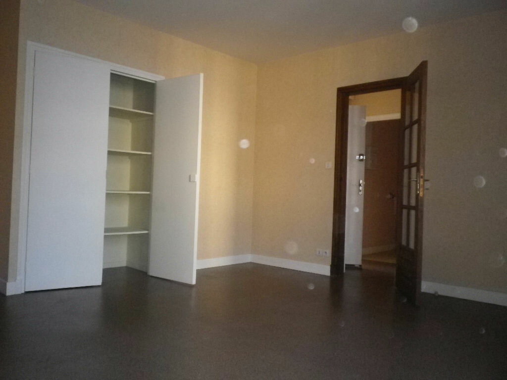 Location Appartement 2 pièces à Aurillac - vignette-1