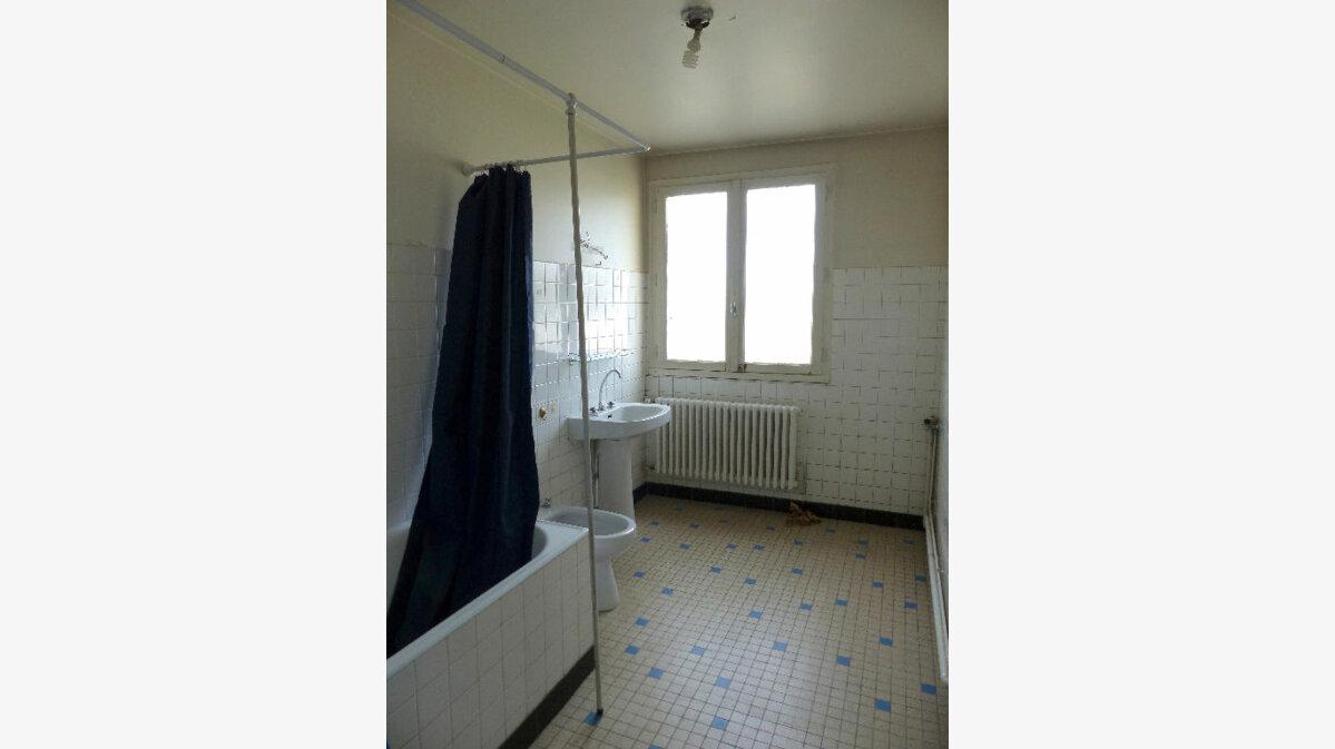 Achat Appartement 4 pièces à Aurillac - vignette-7