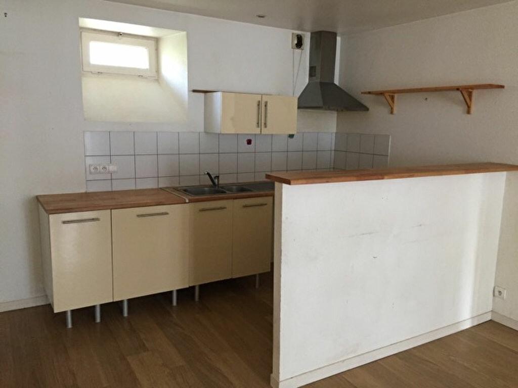 Achat Appartement 4 pièces à Vic-sur-Cère - vignette-6