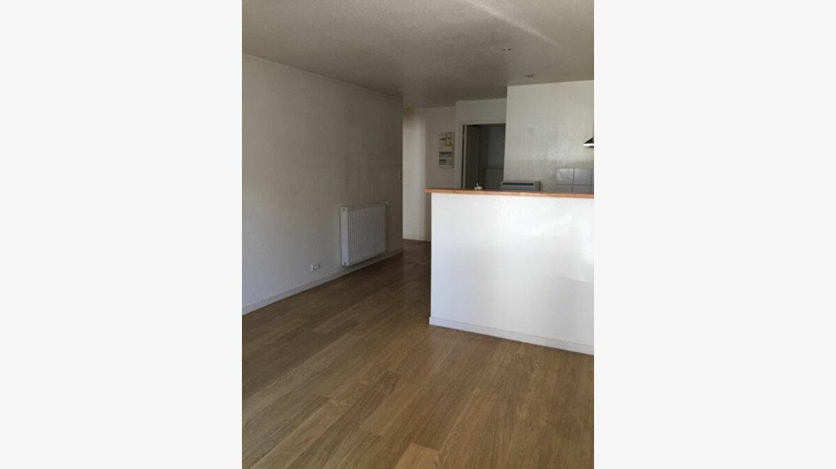 Achat Appartement 4 pièces à Vic-sur-Cère - vignette-7