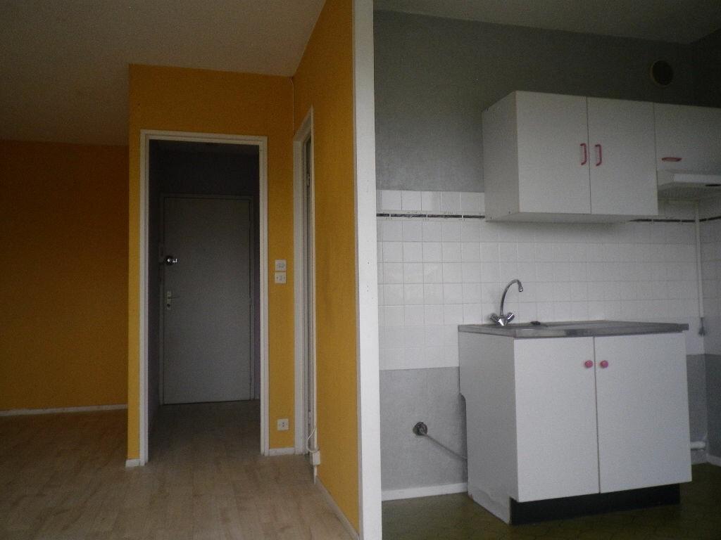 Location Appartement 1 pièce à Aurillac - vignette-2