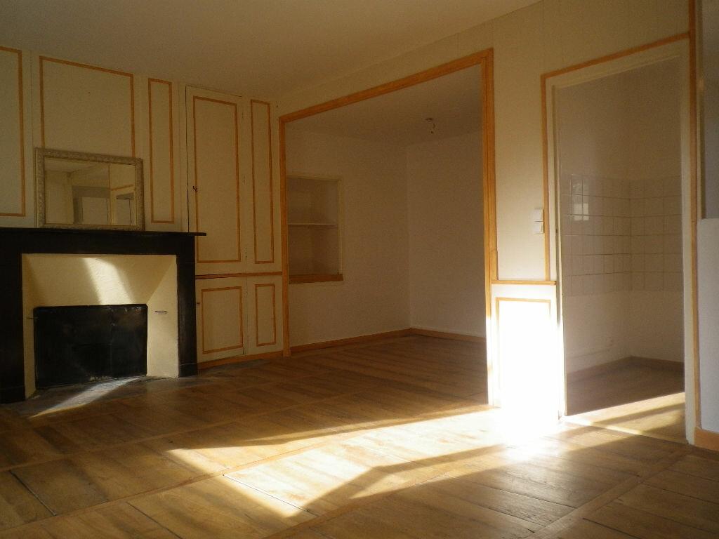 Location Appartement 1 pièce à Vic-sur-Cère - vignette-1