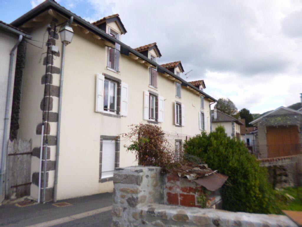 Location Appartement 3 pièces à Jussac - vignette-1