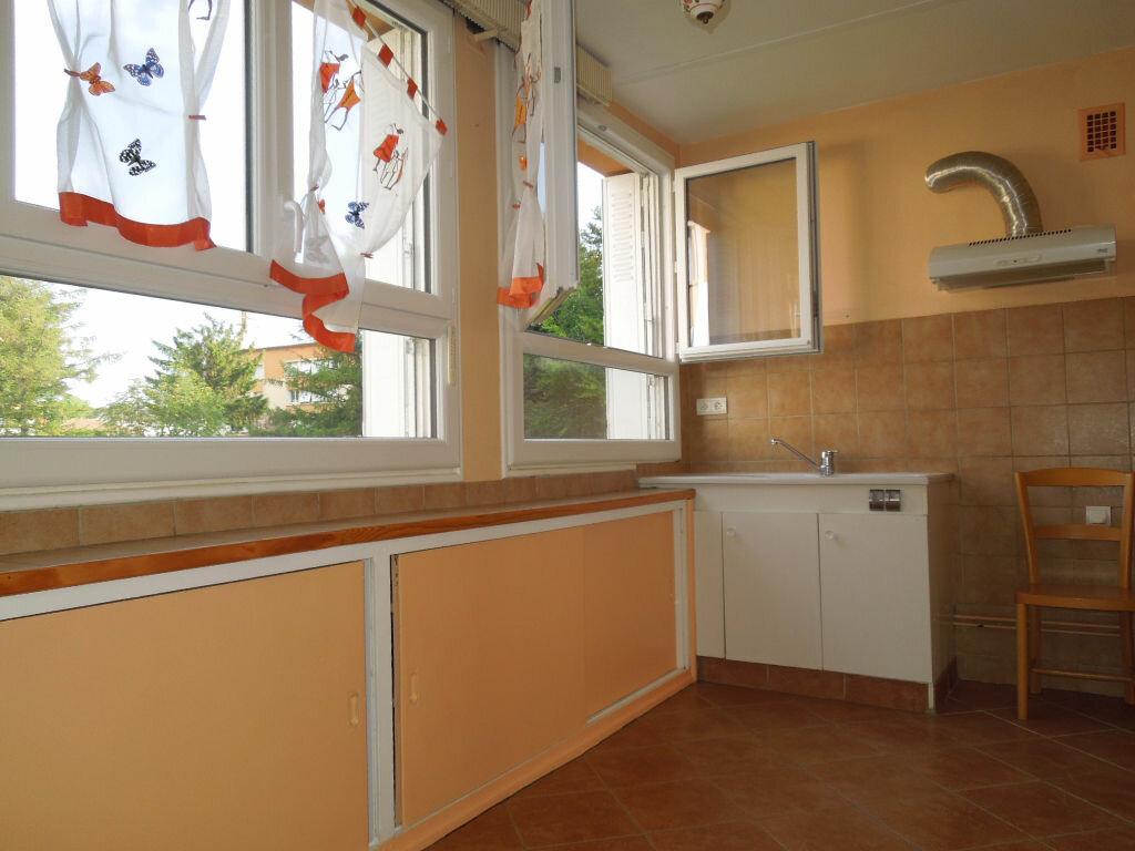 Achat Appartement 5 pièces à Aurillac - vignette-2