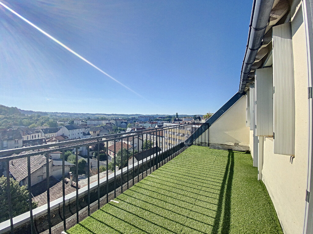 Location Appartement 5 pièces à Aurillac - vignette-1