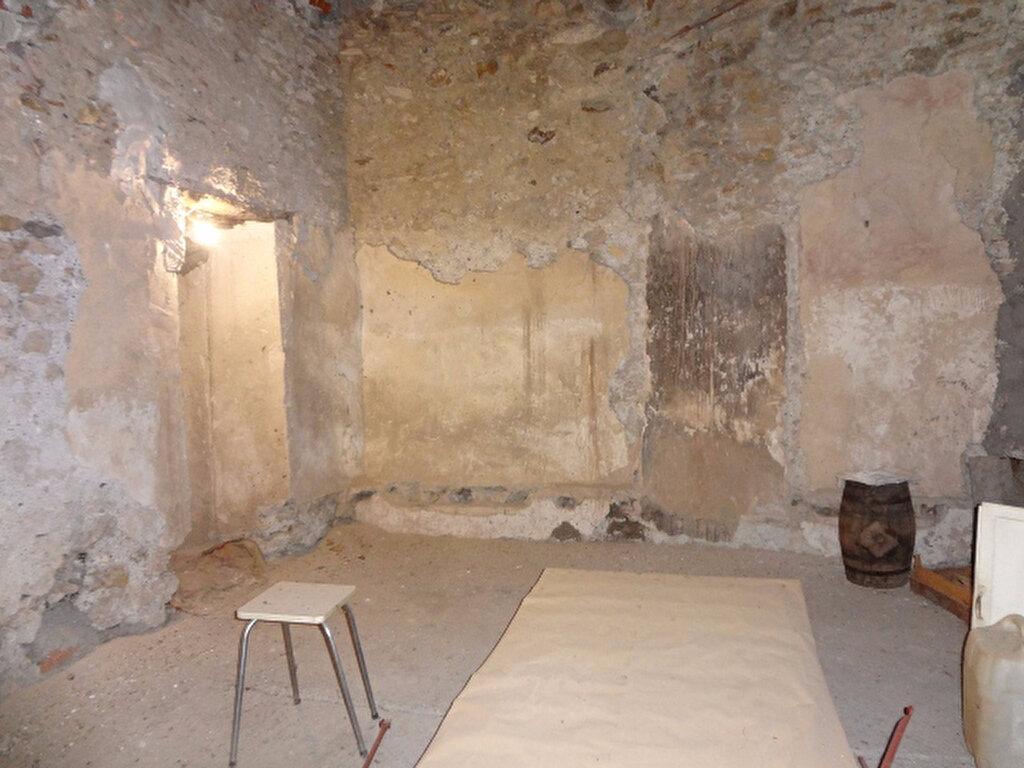 Achat Maison 9 pièces à Saint-Jean-de-Barrou - vignette-5