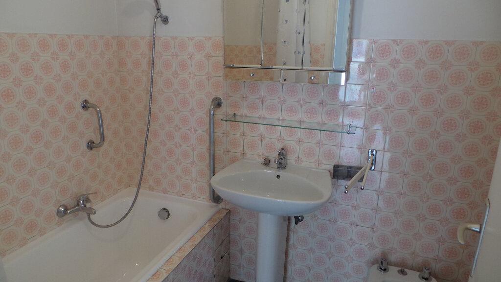 Location Appartement 3 pièces à Antibes - vignette-2