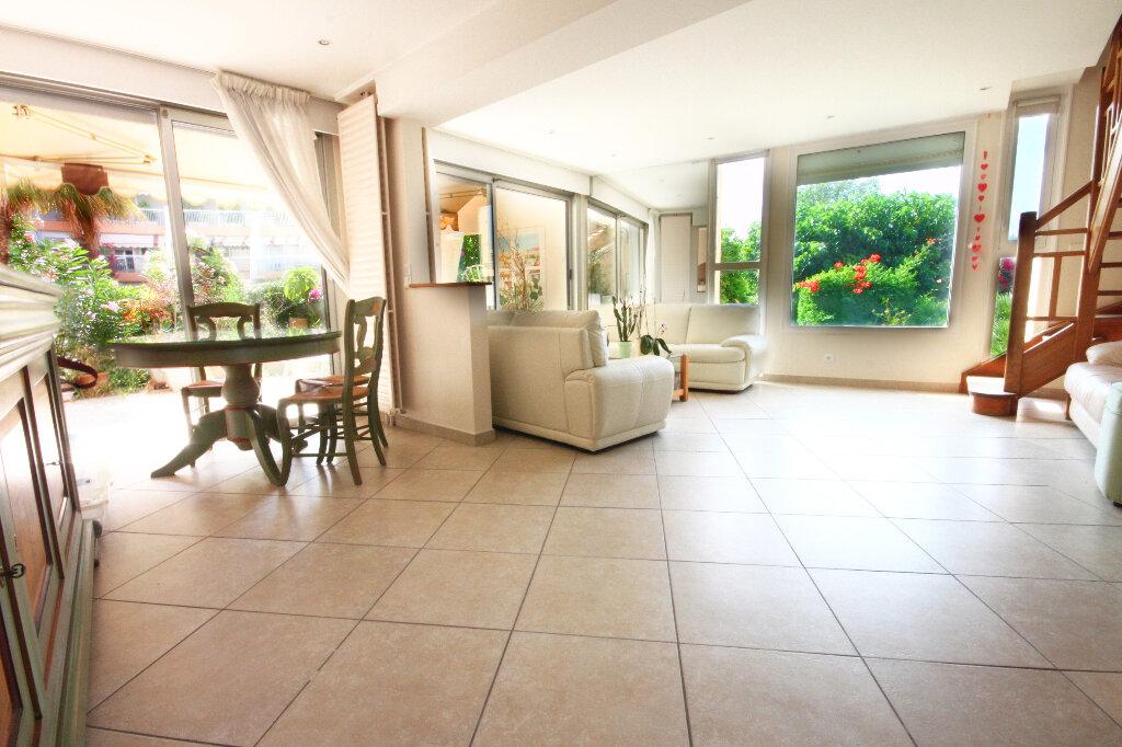 Achat Appartement 4 pièces à Mandelieu-la-Napoule - vignette-1