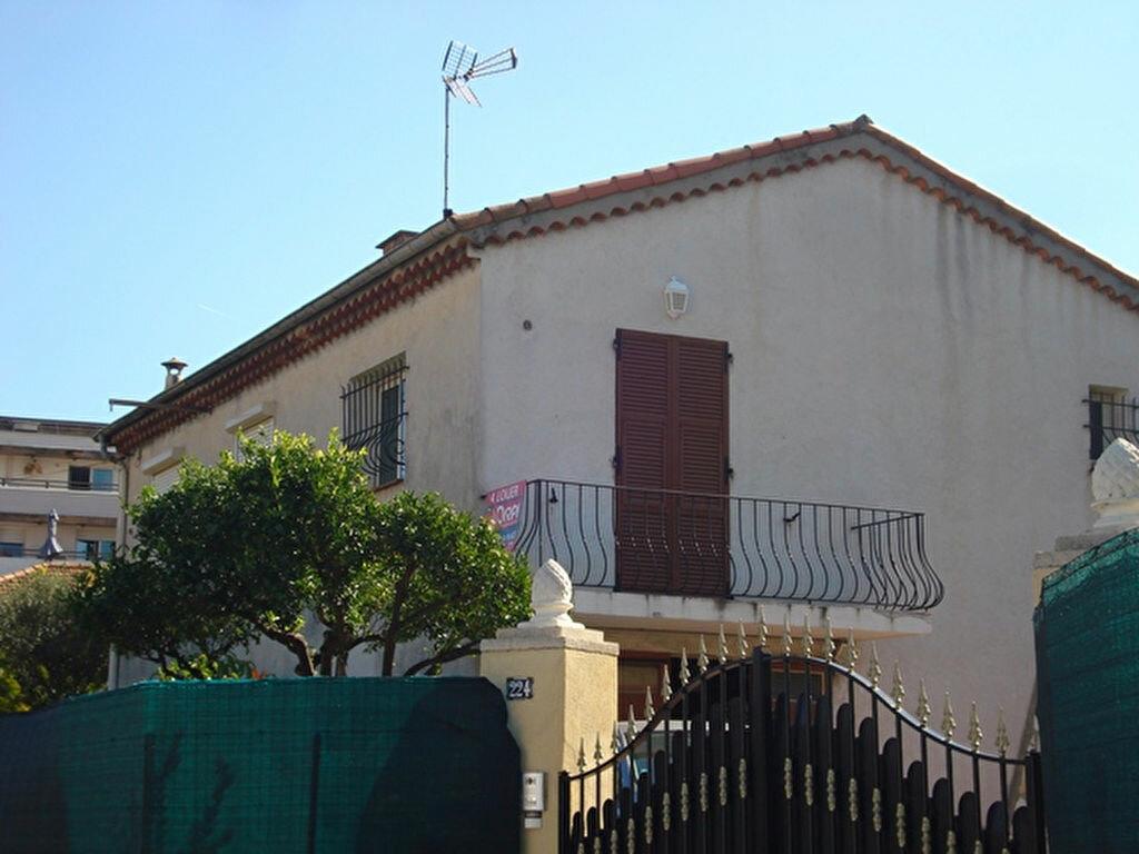 Location Appartement 3 pièces à Saint-Laurent-du-Var - vignette-1