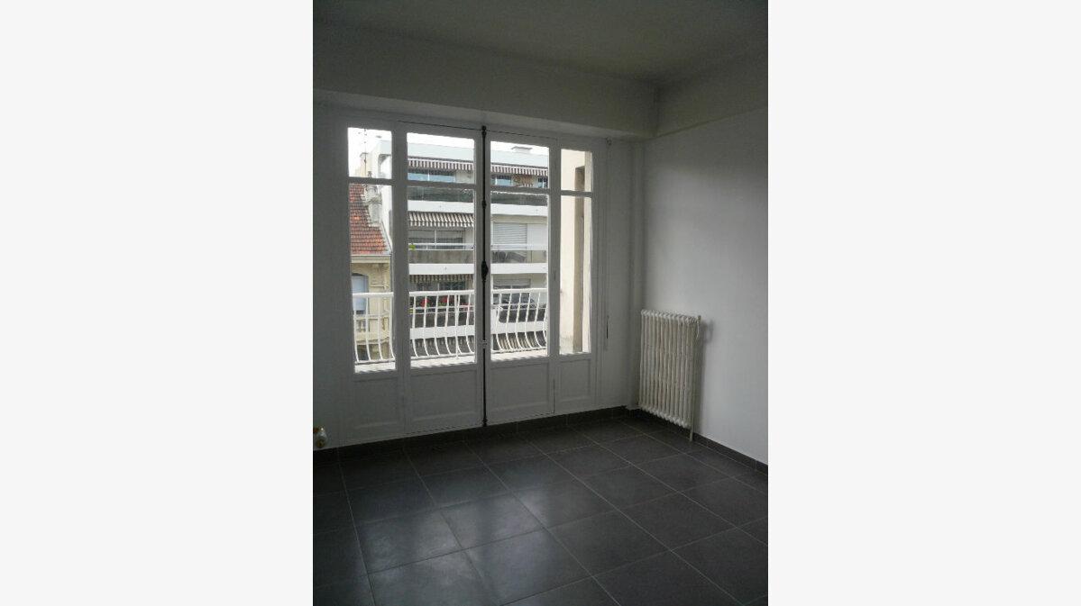 Location Appartement 2 pièces à Nice - vignette-2