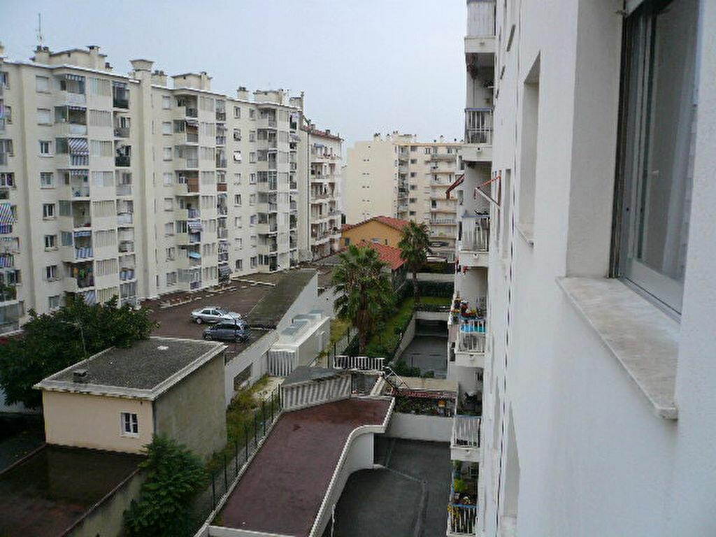 Location Appartement 1 pièce à Nice - vignette-5