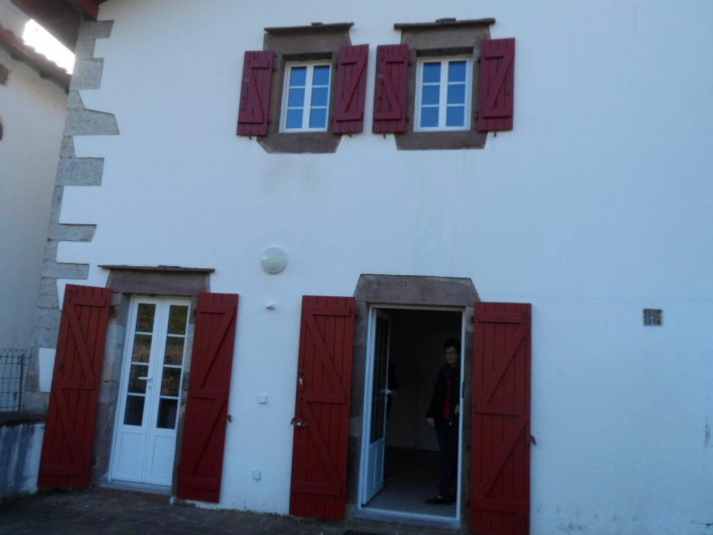 Location Appartement 3 pièces à Saint-Étienne-de-Baïgorry - vignette-1