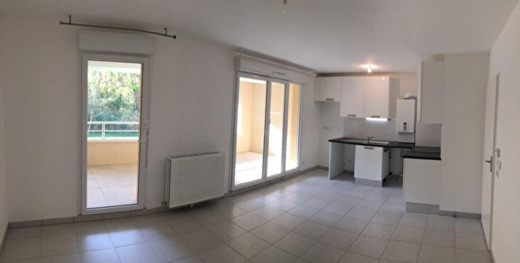 Location Appartement 2 pièces à Bouc-Bel-Air - vignette-1
