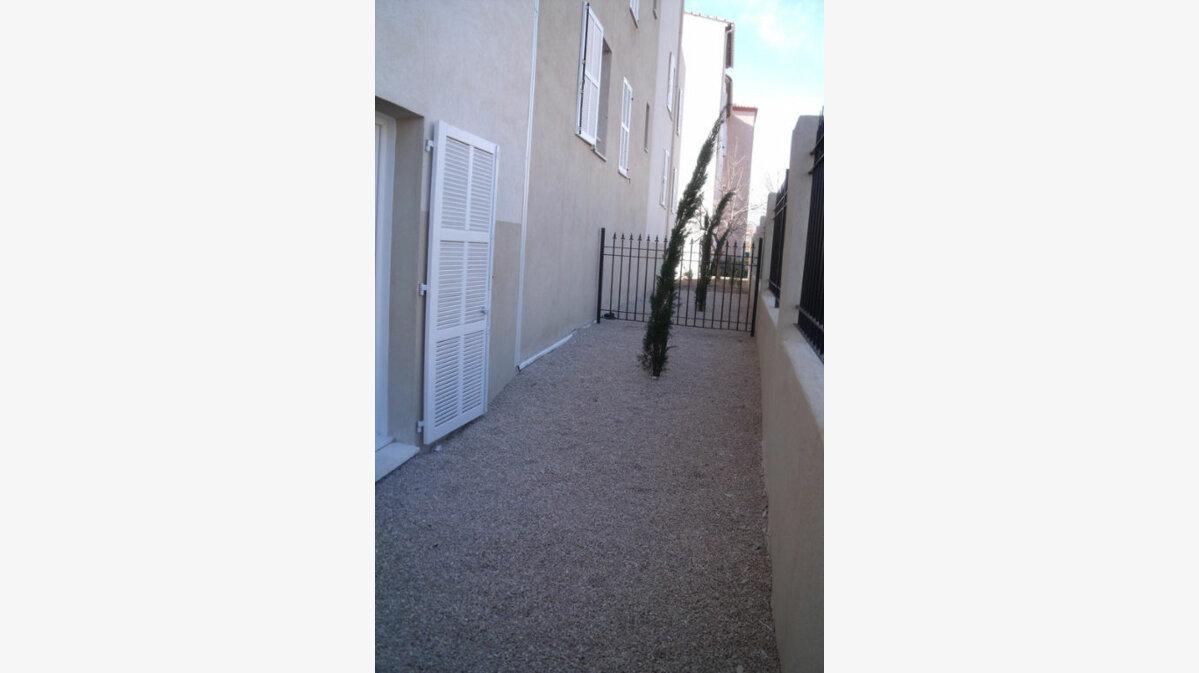 Location Appartement 1 pièce à Marignane - vignette-1