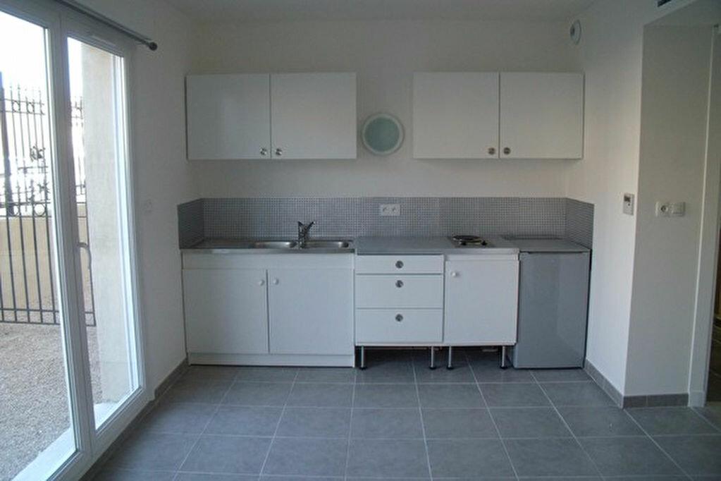 Location Appartement 1 pièce à Marignane - vignette-2