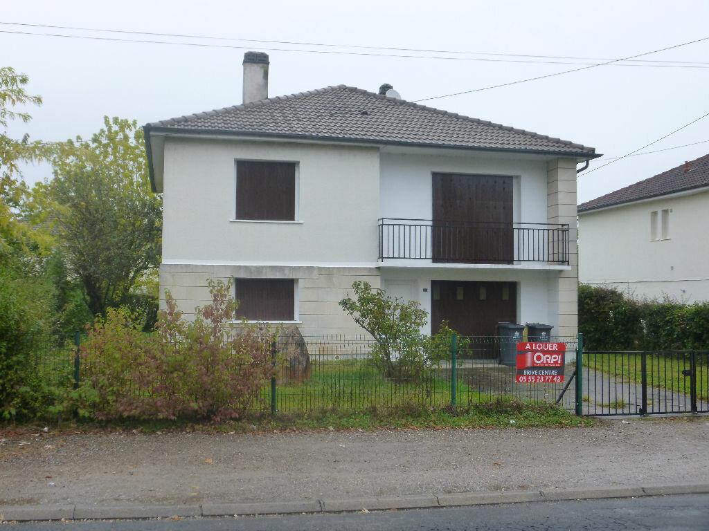 Location Maison 5 pièces à Saint-Pantaléon-de-Larche - vignette-1