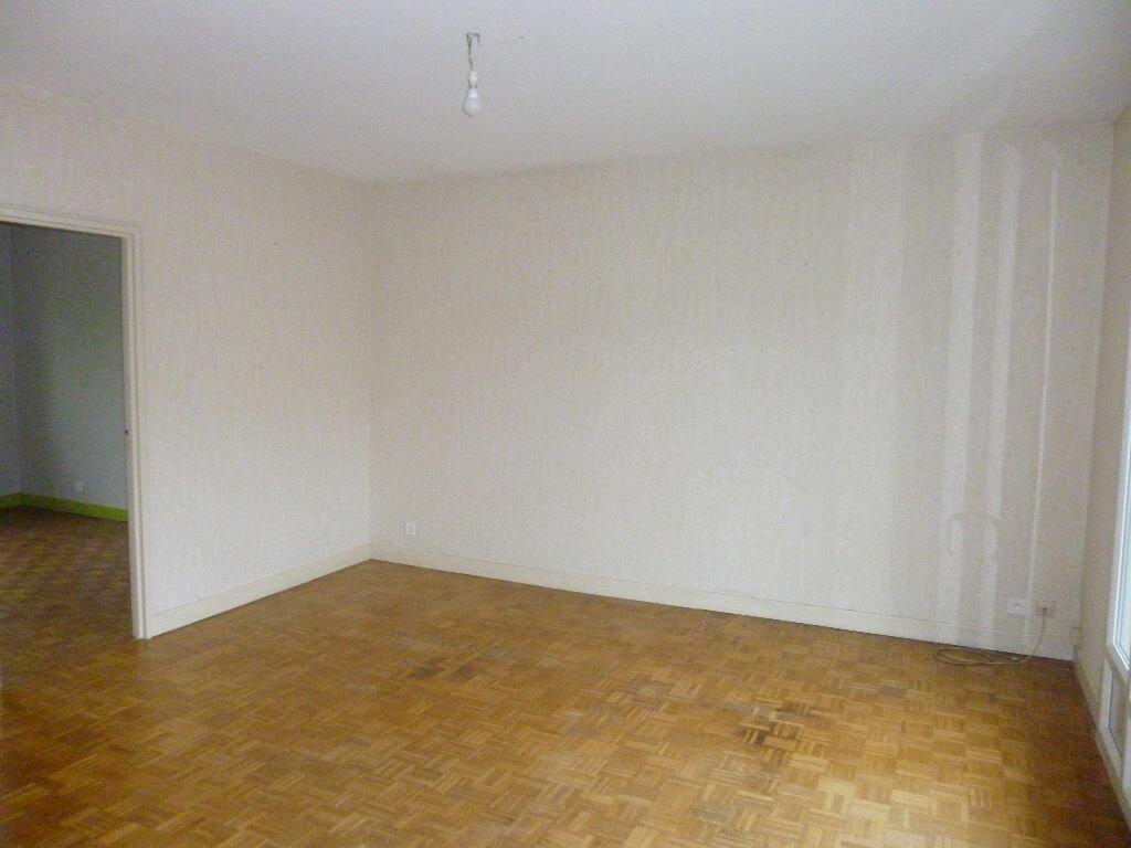 Location Maison 5 pièces à Saint-Pantaléon-de-Larche - vignette-2