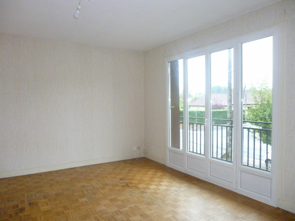 Location Maison 5 pièces à Saint-Pantaléon-de-Larche - vignette-5