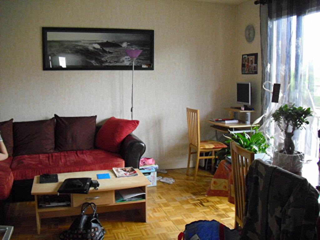 Location Maison 5 pièces à Saint-Pantaléon-de-Larche - vignette-6