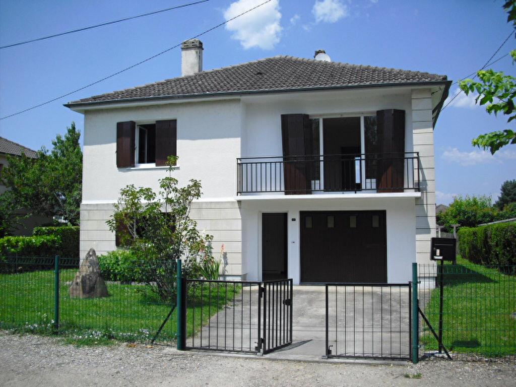 Location Maison 5 pièces à Saint-Pantaléon-de-Larche - vignette-7