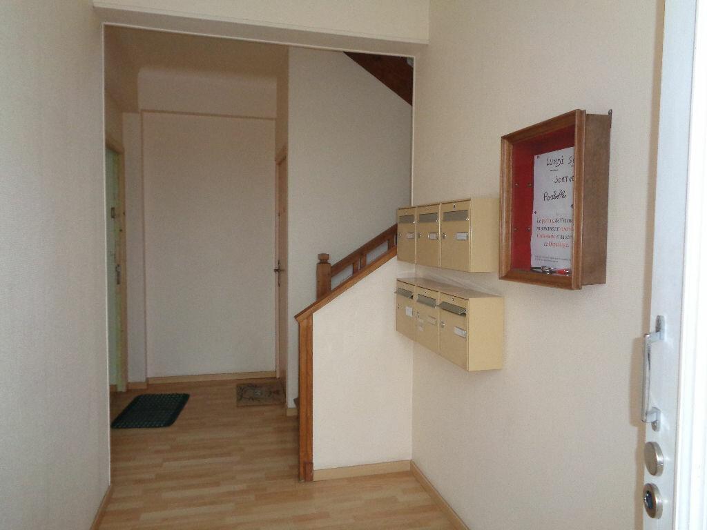 Location Appartement 1 pièce à Brive-la-Gaillarde - vignette-5