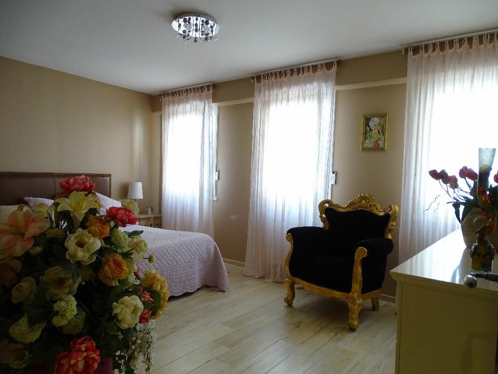 Achat Appartement 6 pièces à Saint-Étienne - vignette-13