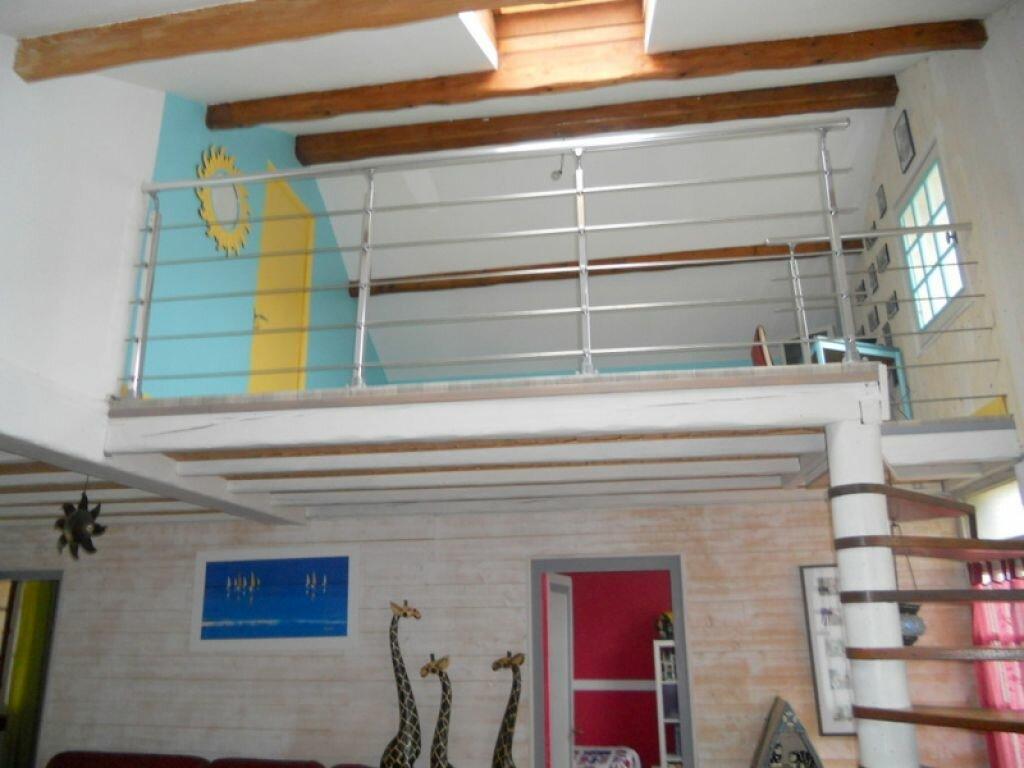 Achat Maison 8 pièces à Saint-Sulpice-de-Royan - vignette-2