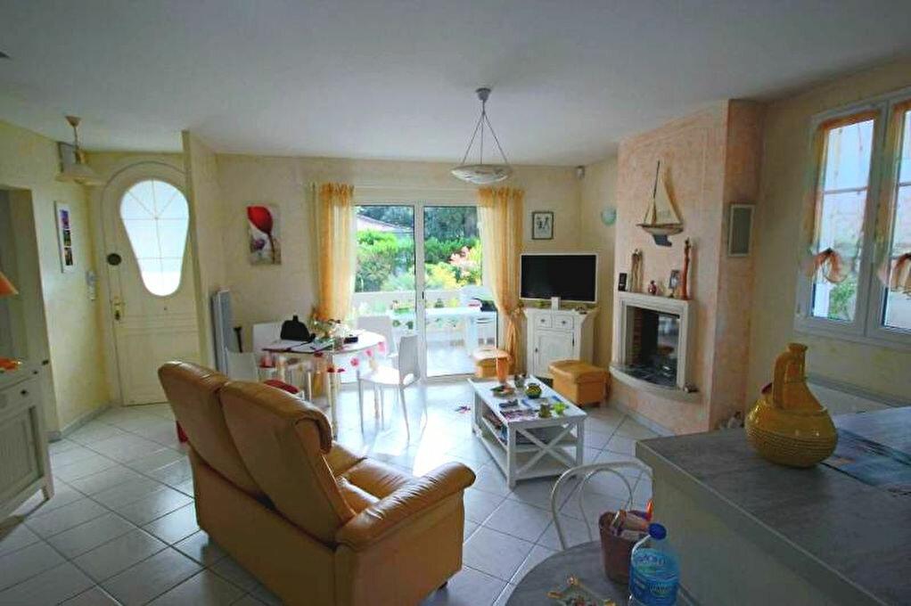 Achat Maison 5 pièces à Saint-Palais-sur-Mer - vignette-2