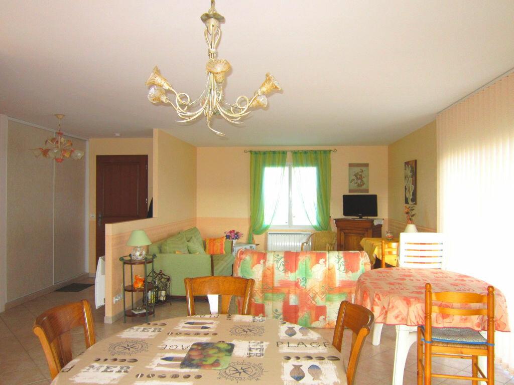 Achat Maison 4 pièces à Saint-Palais-sur-Mer - vignette-4